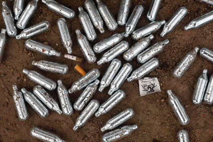 Lachgaspatronen vervuilen het straatbeeld en het is nog te onbekend wat het gebruik doet met de gezondheid