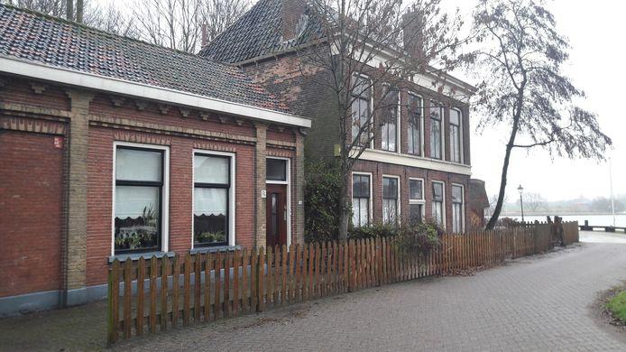 Archieffoto. De twee panden aan de Havenweg in Kampen staan al ruim een jaar te koop. De gemeente zoekt een ondernemer die er een horecazaak van maakt.