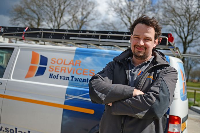 """Directeur Egbert Leeftink van Solar Services Hof van Twente: """"Mond-tot-mond doet het beter dan een advertentie. Nieuwelingen lopen eerst mee en krijgen wanneer nodig later aanvullende opleiding."""""""