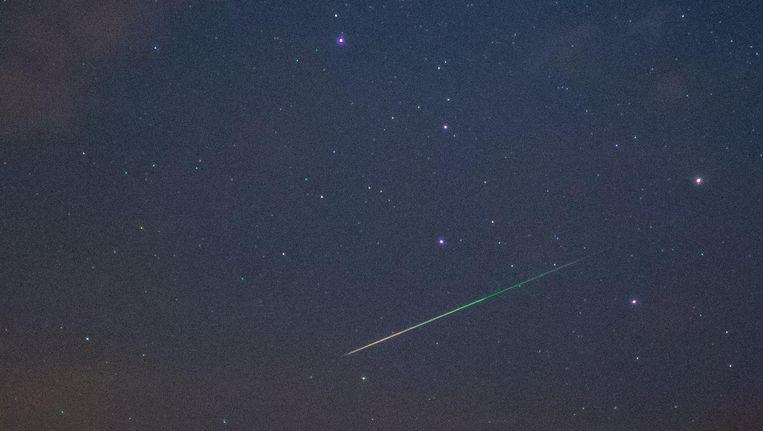 De verbranding van 'ruimtepuin' veroorzaakt elke 2 à 3 minuten een lichtspoor dat met het blote oog waarneembaar is. Beeld afp