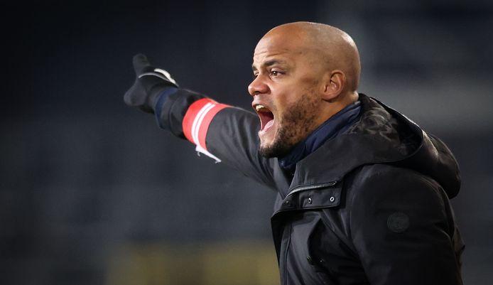 Kompany heftig coachend na de rust tegen KV Oostende.