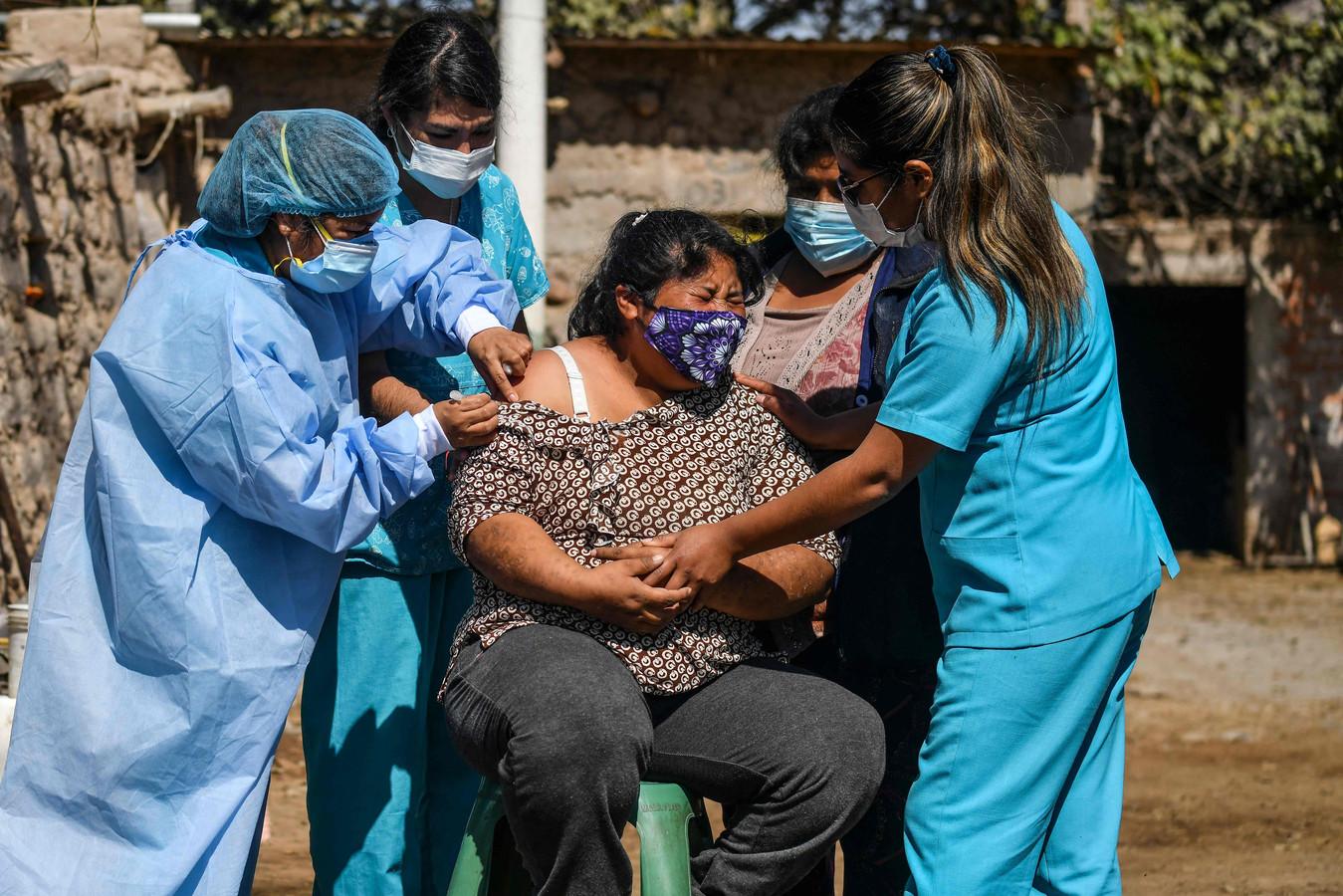 De lambdavariant dook voor het eerst op in Peru. Inmiddels is de variant waargenomen in 32 landen wereldwijd.