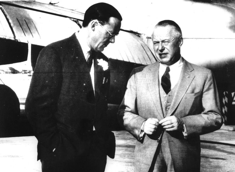 Prins Bernhard en Lockheed-manager Robert E. Gross in Los Angeles, 1956. Beeld anp
