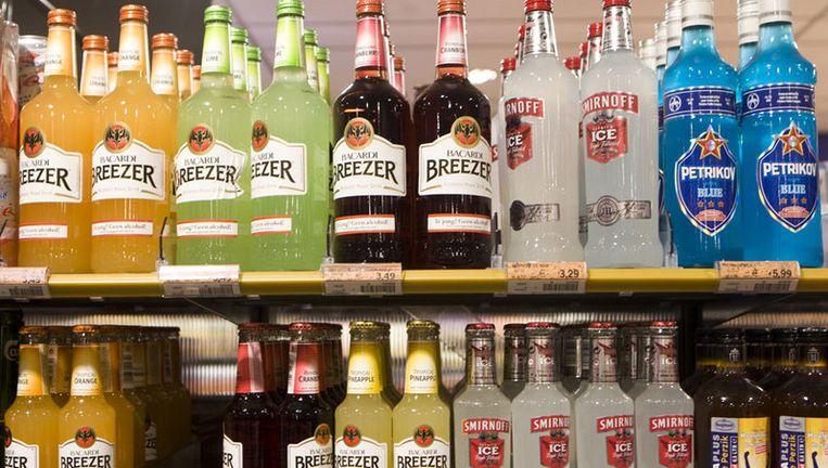Op dit moment mogen jongeren vanaf zestien jaar bier en wijn kopen. Voor sterke drank geldt al een leeftijdsgrens van achttien jaar. Foto ANP Beeld