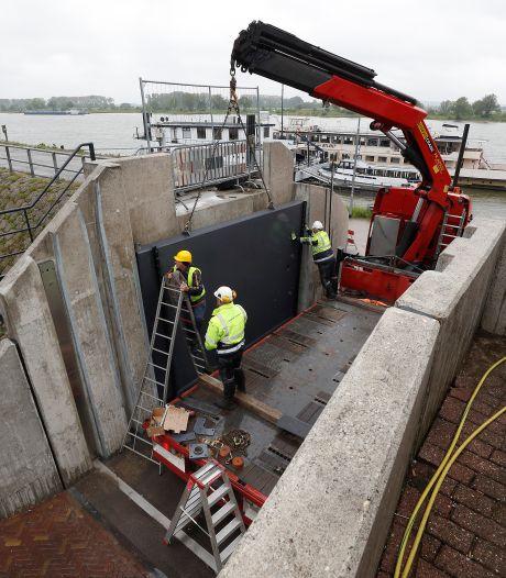 Nieuwe schotbalken en een opgeknapte deur moeten Tolkamer behouden voor hoog water