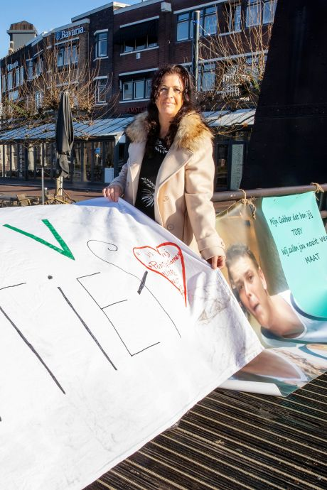 Sandy danst op Helmondse Veestraatbrug herinnering aan rellen weg: 'Ik wil positiviteit brengen'