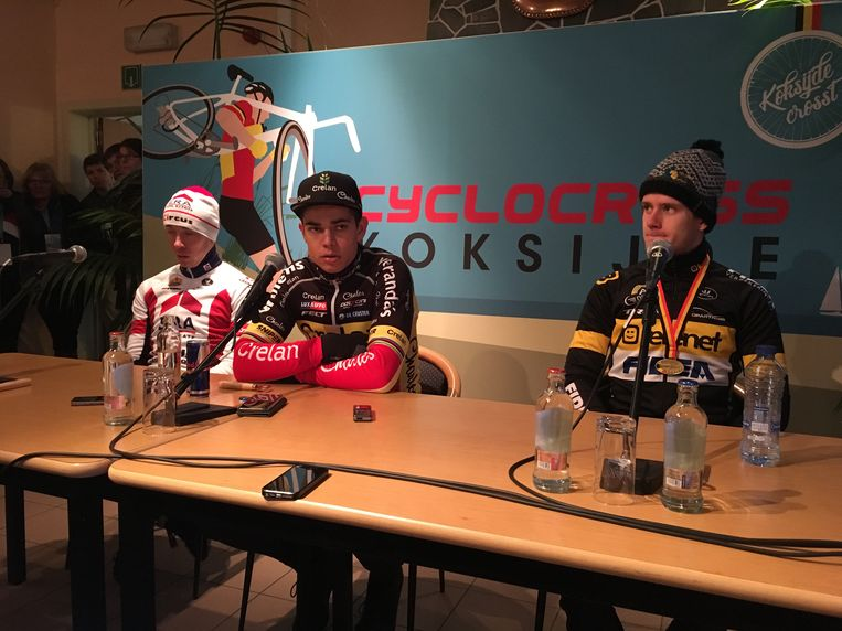 Drie vrienden en drie generatiegenoten. Laurens Sweeck, Wout van Aert en Daan Soete staan de pers te woord in Koksijde.