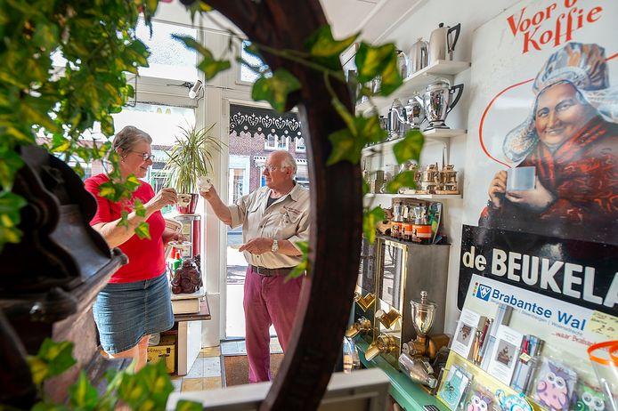 Jan en Geertje runnen het Koffie en Thee museum in Steenbergen, dat zaterdag weer opent.