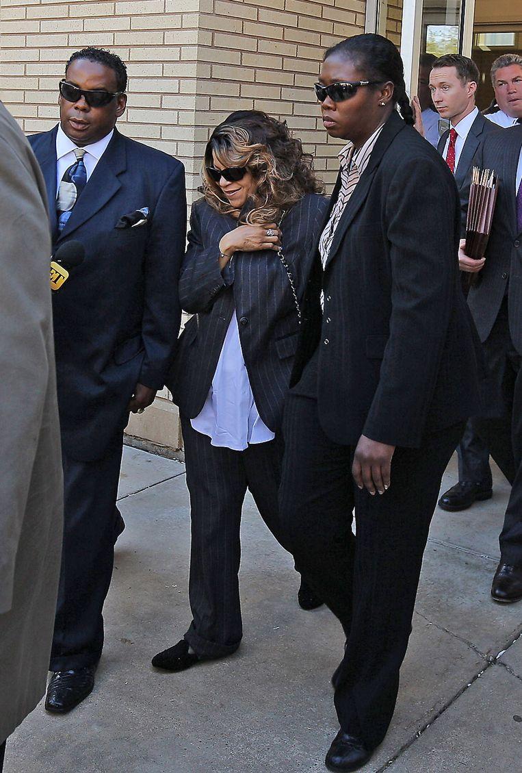 Tyka Nelson, zus van Prince, moet afwachten of ze nog iets vangt. Beeld Getty Images