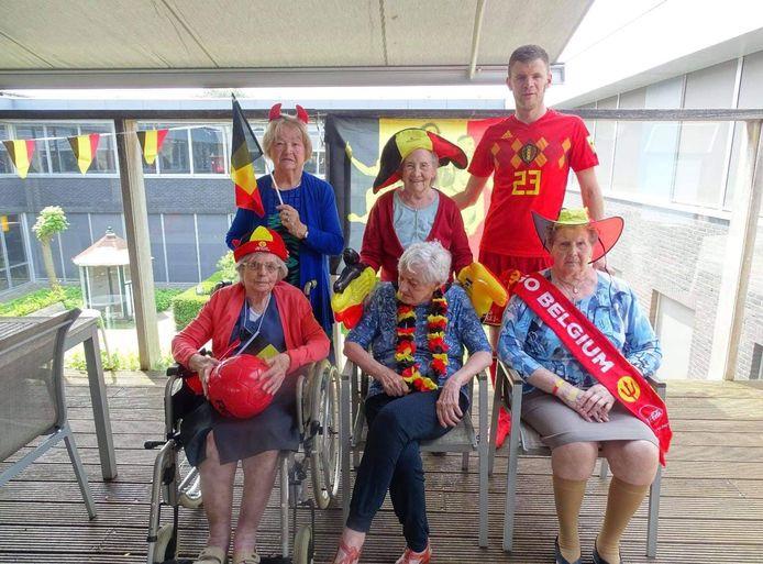 De senioren van Het Warmhof zien het EK alvast helemaal zitten.