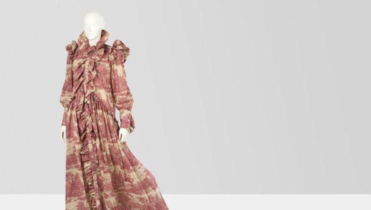null Beeld Adriaan van Dam. Te zien: Toule de Jouy jurk, najaarscollectie 2016, Ronald van der Kemp