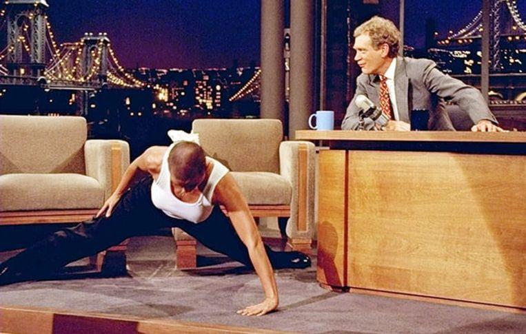 Demi Moore bewees bij David Letterman dat ze al die push-ups in 'G.I. Jane' wel degelijk zelf had uitgevoerd Beeld David Letterman