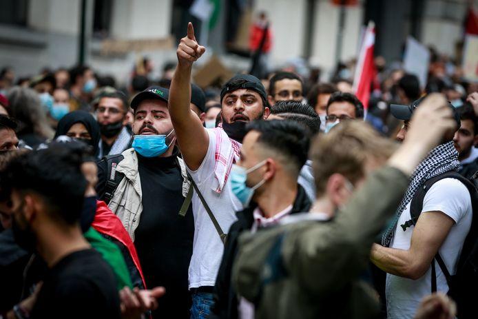 Environ 400 personnes, selon l'estimation de la police de Bruxelles-Ixelles, se sont rassemblées mercredi entre 16h30 et 18h00, devant le ministère des Affaires étrangères, rue des petits Carmes à Bruxelles, pour dénoncer l'escalade de violences en Israël.