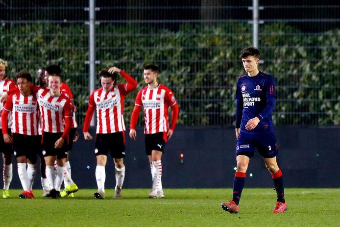 Helmond Sport verspeelde in de extra tijd een 'vieze overwinning' op Jong PSV, tot afgrijzen van Maxime De Bie.
