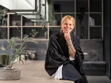 De enige jurk die strafrechtadvocaat Irma Groenendijk (45) draagt is haar toga: 'Ik hou niet van troela-gedrag'