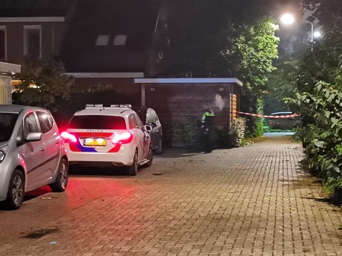 De politie onderzoekt de plek in Bennekom waar een overleden persoon is aangetroffen.