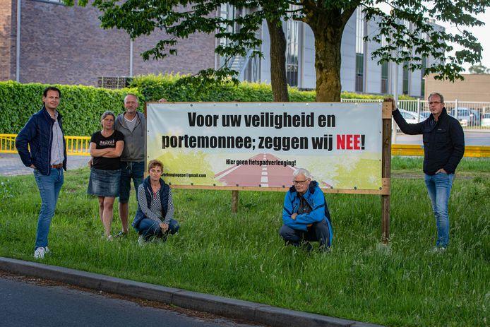 Tientallen bewoners dreigen een stuk van hun tuin te moeten inleveren voor verlenging van de fietssnelweg F50.