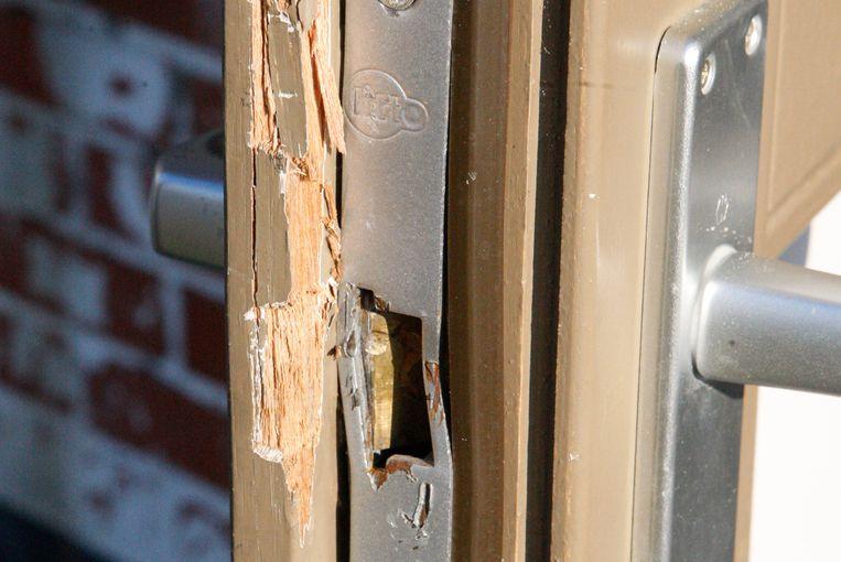 Inbrekers forceerden een deur aan de achterzijde om binnen te dringen