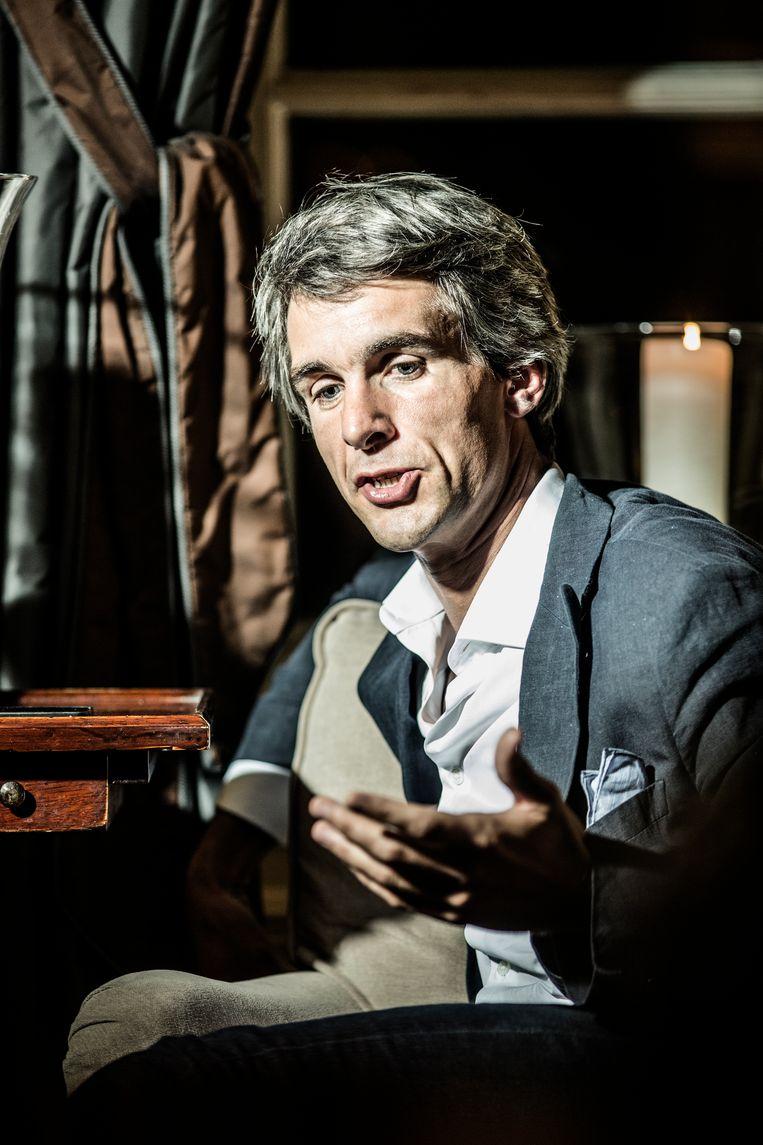 Holslag schrijft het voorwoord van het boek van Vlaams Belang-voorzitter Tom Van Grieken. Opvallend. Beeld FV1 KN