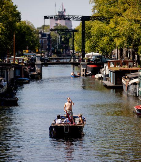 Amsterdam teruggefloten: sloepverhuur toegestaan in coronatijd