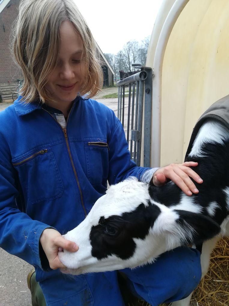 Marieke Lucas Rijneveld met adoptie-kalfje Werther Charlie. Beeld -