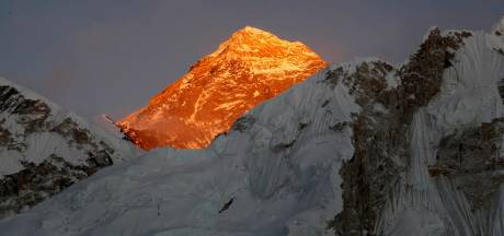 Zwitserse klimmer (40) overlijdt nadat hij top Mount Everest bereikt