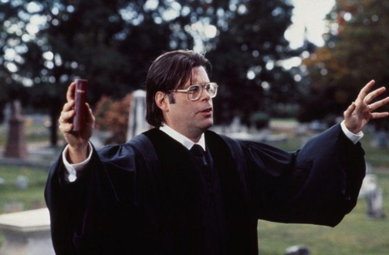 Stephen King als dominee in Pet Sematary (1989). Beeld