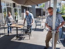 Het kan weer: genieten van een kop koffie op het terras van De Linde