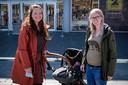 Sanne Bakker met baby Fien en Anne Lentfert.