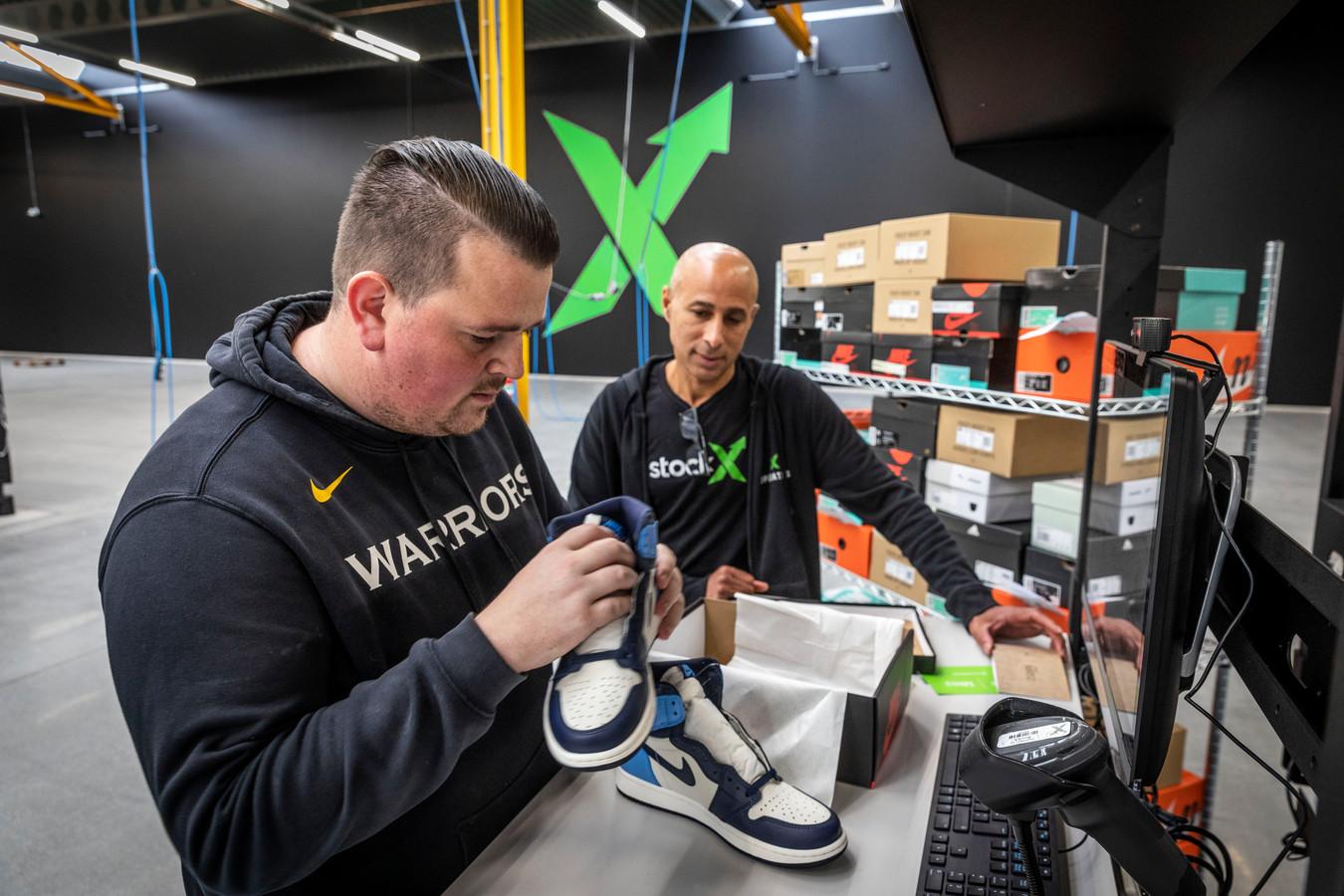 Controle van sneakers die via Stockx worden verhandeld - Archiefbeeld
