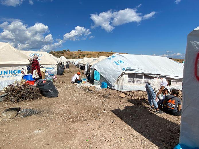 Het nieuwe tijdelijke UNHCR-kamp op Lesbos dat langs het zeestrand is aangelegd na de brand in het kamp bij Moria.