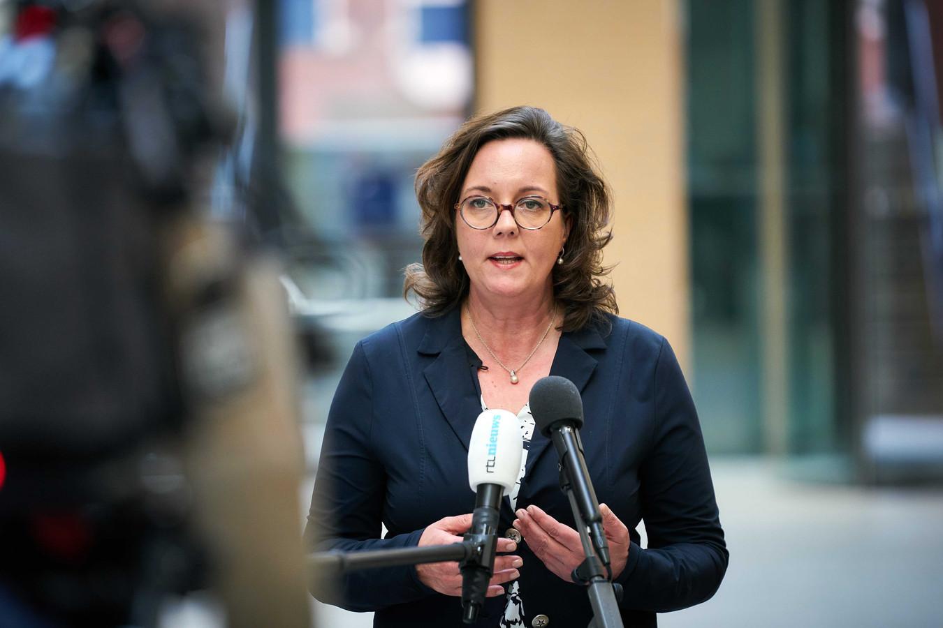 Staatssecretaris Van Ark tijdens de bekendmaking van de tijdelijke ondersteuningsregeling voor zzp'ers.