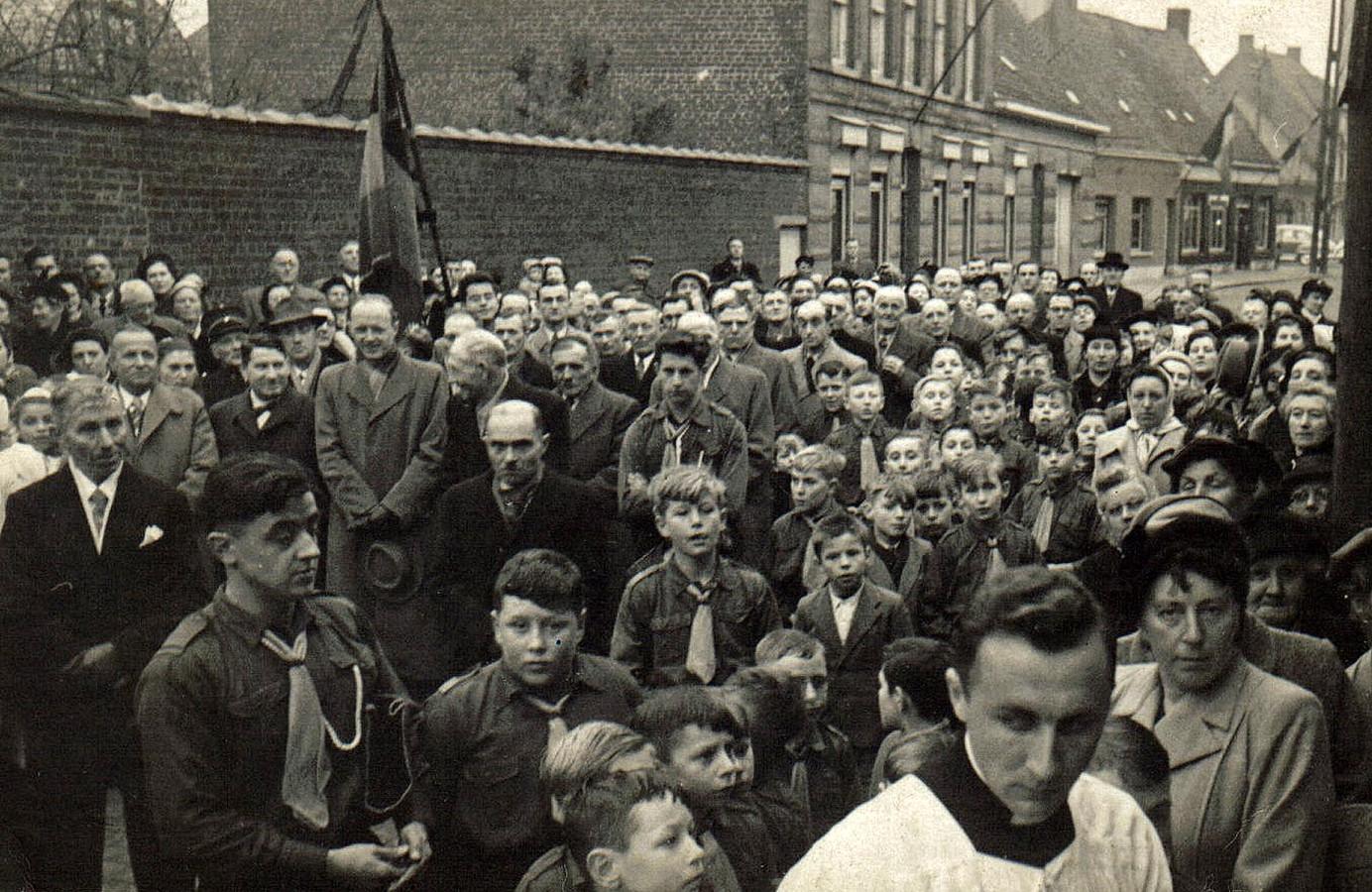 De inhuldiging van het parochiaal centrum in Kachtem in 1954.