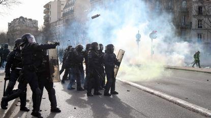 Hand van betoger afgerukt bij rellen met 'gele hesjes' in Parijs