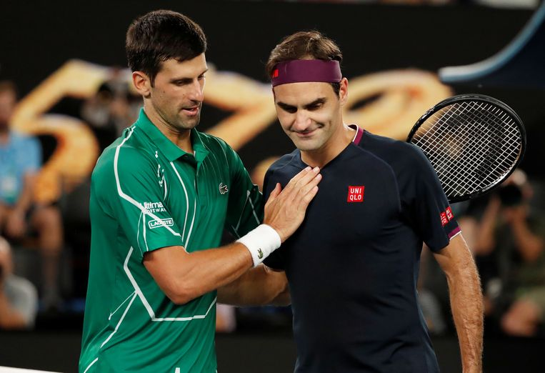 Djokovic (links) troost Federer na zijn winst in de halve finale van de Australian Open in januari 2020. Beeld REUTERS
