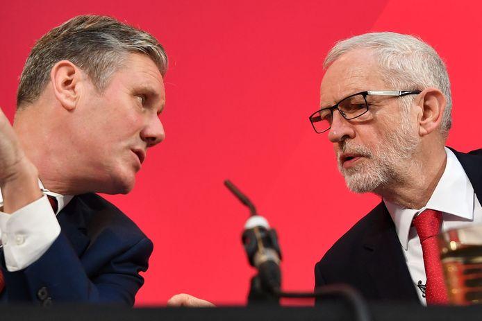 Starmer naast zijn voorganger Jeremy Corbyn.