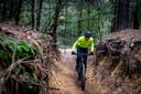 Verslaggever Timo van de Kasteele probeert de nieuwe routes uit op de Kalmthoutse Heide.
