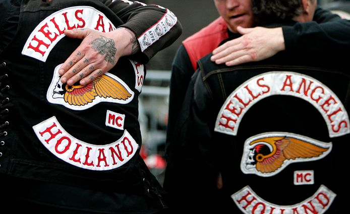epa07610059 (FILE) - Members of Amsterdam's Hells Angels chapter hug each other outside a courthouse, in Amsterdam, The Netherlands, 11 April 2007 (reissued 29 May 2019). A court in the Dutch city of Utrecht on 29 May 2019 has banned the Hells Angels motorcycle club because of its culture of violence.  EPA/OLAF KRAAK