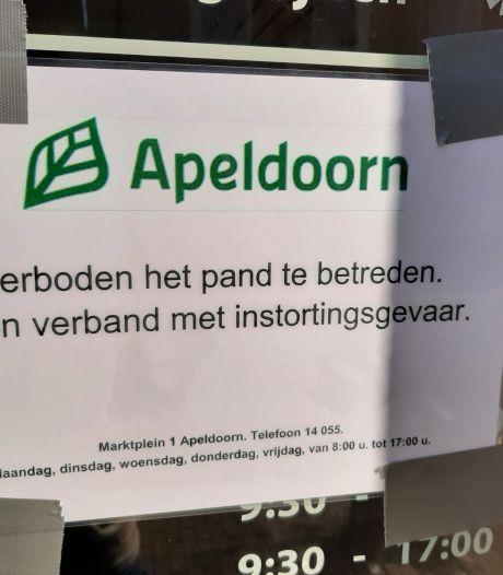 Pand in Apeldoorn waar plafond naar beneden kwam gesloten wegens instortingsgevaar: 'Alles was verrot'