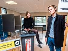 Tymen en Imme (18) mogen nét zelf stemmen en helpen gelijk mee op een stembureau: 'Leuk zakcentje'