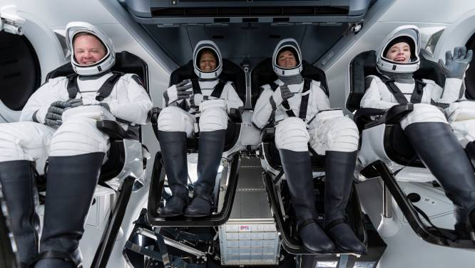 Les premiers touristes spatiaux de SpaceX
