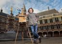 Kunstschilder Titus Meeuws op het Binnenhof.