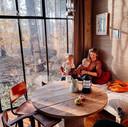Anki Willemsen (33) met haar gezin in een huisje in de Ardennen.