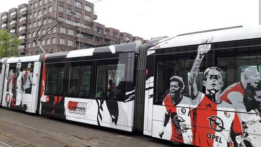 Op straat herinnert alleen de Feyenoordtram nog aan het grote feest van zondag en maandag.