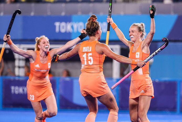 Topsporters, zoals (vlnr) Margot van Geffen, Frederique Matla en Lauren Stam van het nationale hockeyteam, hier tijdens de Olympische Spelen, moeten net zo goed belasting betalen.