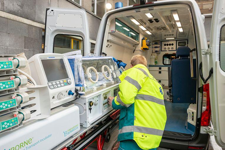 Het UZ Gent neemt een 'babylance' in gebruik, uitgerust met een hoogtechnologische couveuse