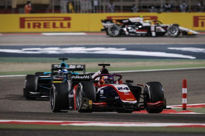 Bent Viscaal in actie tijdens zijn debuut in de Formule 2 in Bahrein.