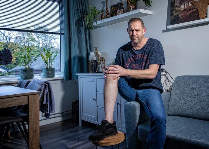 Renke Sinke hoeft alleen nog maar de pinnen en bouten uit zijn been te hebben verwijderd. Dan zou hij weer kunnen gaan voetballen. Hij baalt!