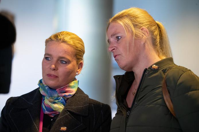 De Commissie Van Geel kwam gistermiddag in het provinciehuis in Lelystad met aanbevelingen over hoe het verder moet in de Oostvaardersplassen. Actievoerders Annemieke van Straaten (r) en Cynthia Danvers waren er ook en zetten hun strijd voort.