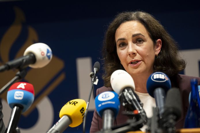 Burgemeester Femke Halsema tijdens de persconferentie op het hoofbureau van politie.